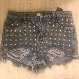 Pants - Short high wasted studded jean shorts